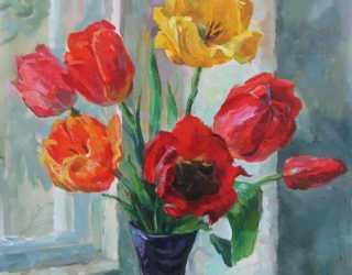 Букет тюльпанов на подоконнике